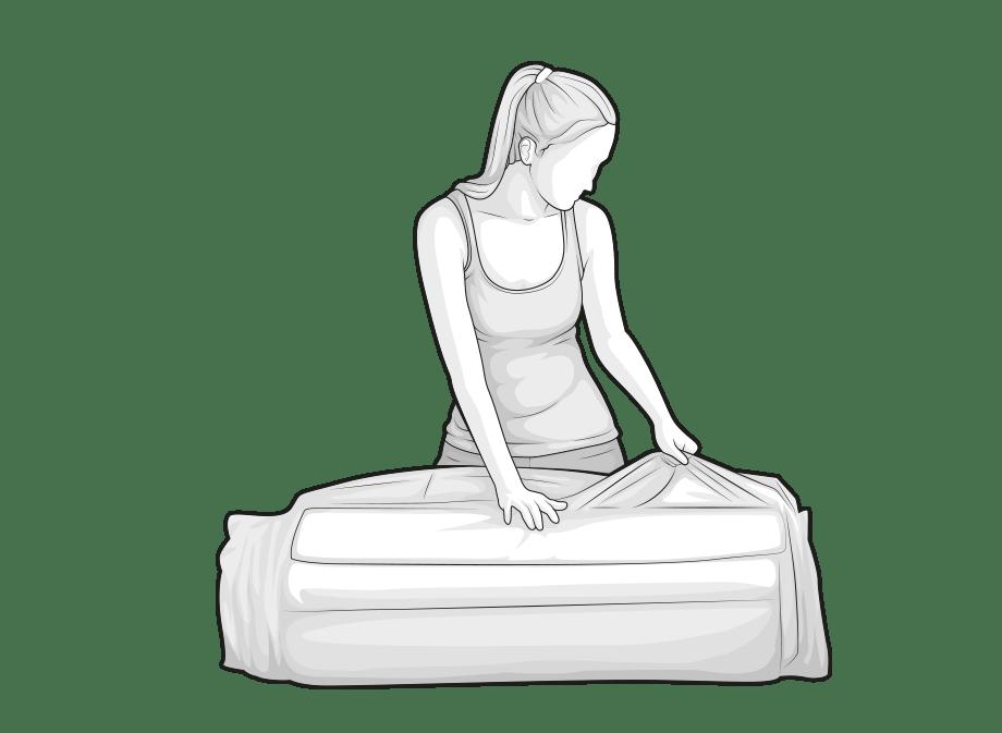 Illustration : Une femme ouvre le film d'emballage du matelas BODYGUARD.