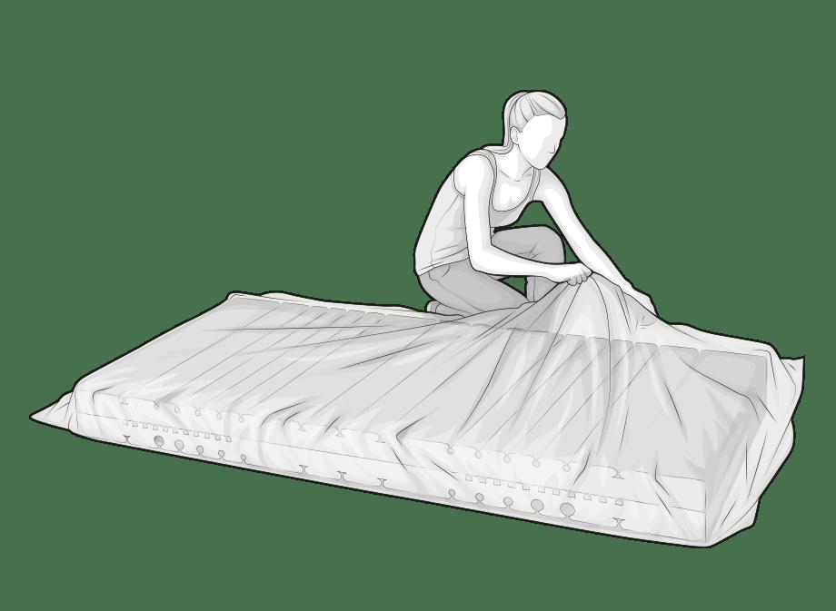 Illustration : Une femme retire le film d'emballage du matelas BODYGUARD qui se trouve devant elle. Ce faisant, le matelas se déplie.