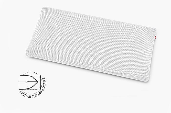 Des traits indiquant les dimensions entourent l'oreiller orthopédique BODYGUARD Plus: 13 x 80 x 40 cm (HxBxT). Texte à côté : hauteur personnalisable.